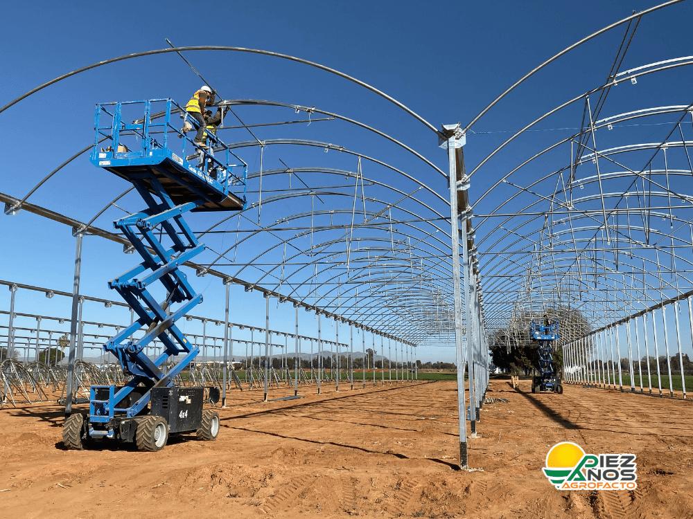 instalación de estructura de invernadero