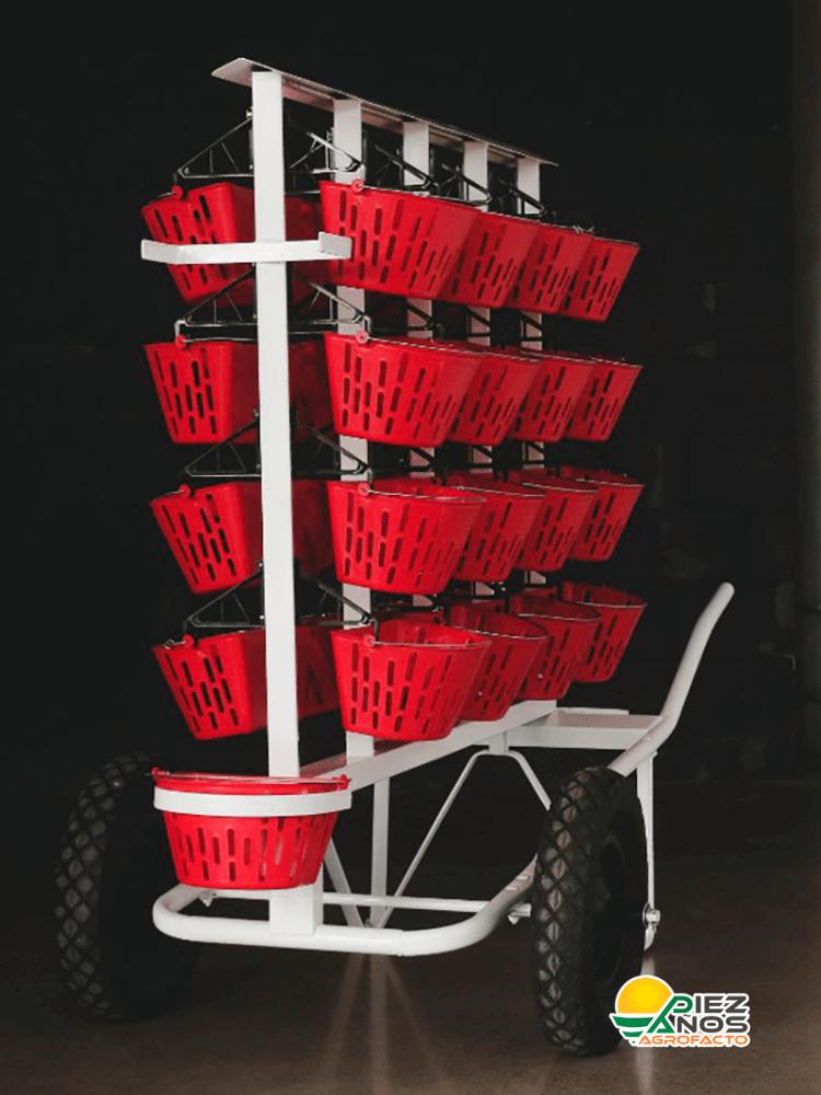 carro para recoger las canastas de los cosechadores de berries