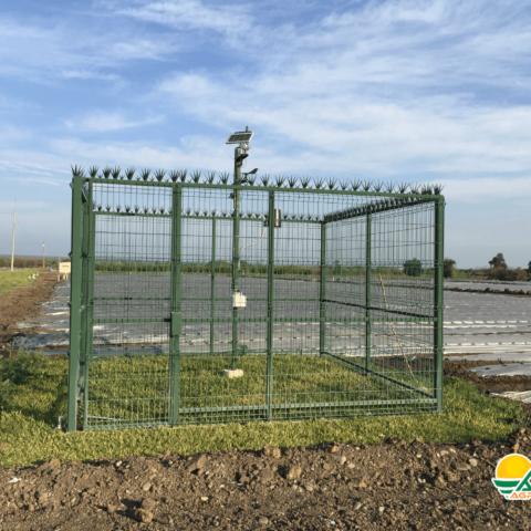 jaula con sistema de monitoreo para cultivos